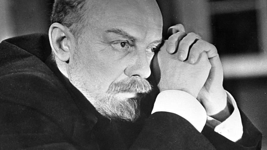 Смоктуновский в роли Владимира Ленина