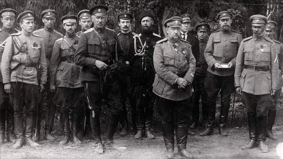Николай Юденич и Александр Родзянко с офицерами штаба Северо-Западной армии. Фото: commons.wikimedia.org