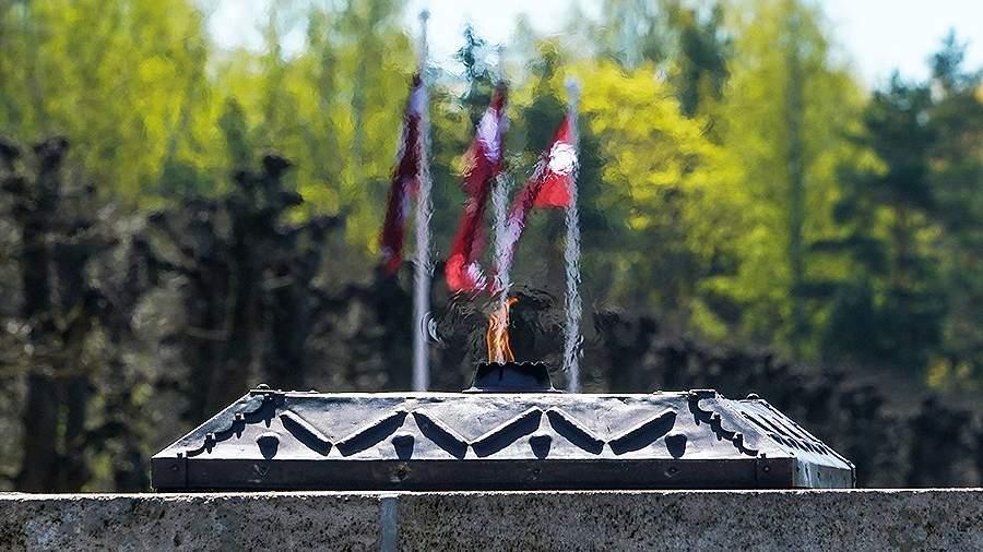 Вечный огонь на Братском кладбище в Риге