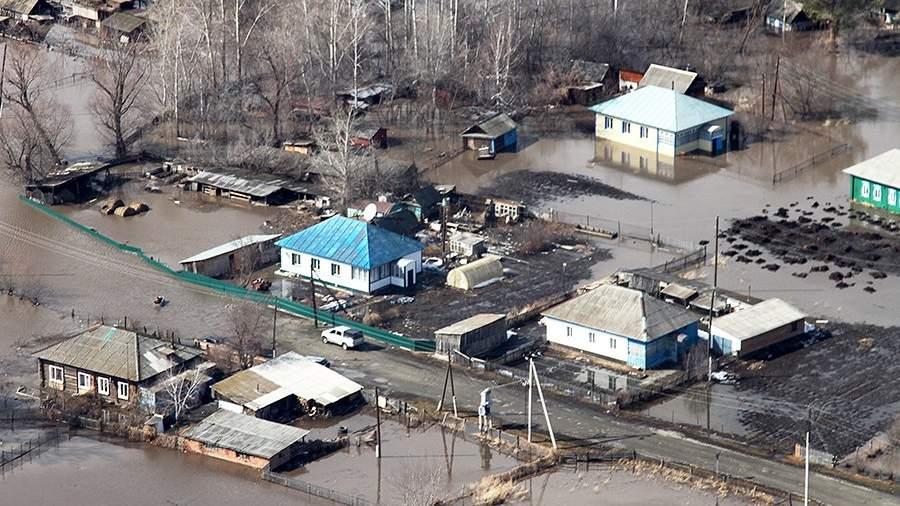 Жилые дома, подтопленные паводковыми водами в Алтайском крае
