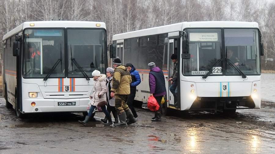 Во время эвакуации жителей районов, подтопленных паводковыми водами в Алтайском крае