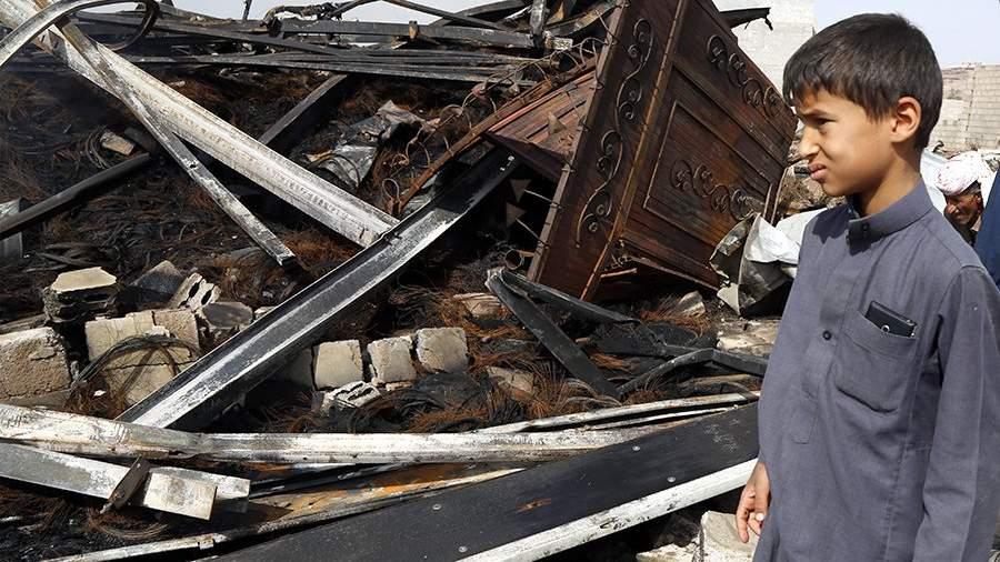 Последствия авиаударов ВВС Саудовской Аравии по городу Сана