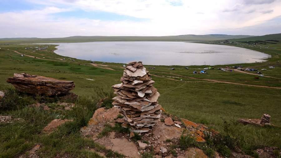 Озеро Тус, известное целебной водой и высокоминерализованной сульфидной грязью из донных отложений,Республики Хакасия