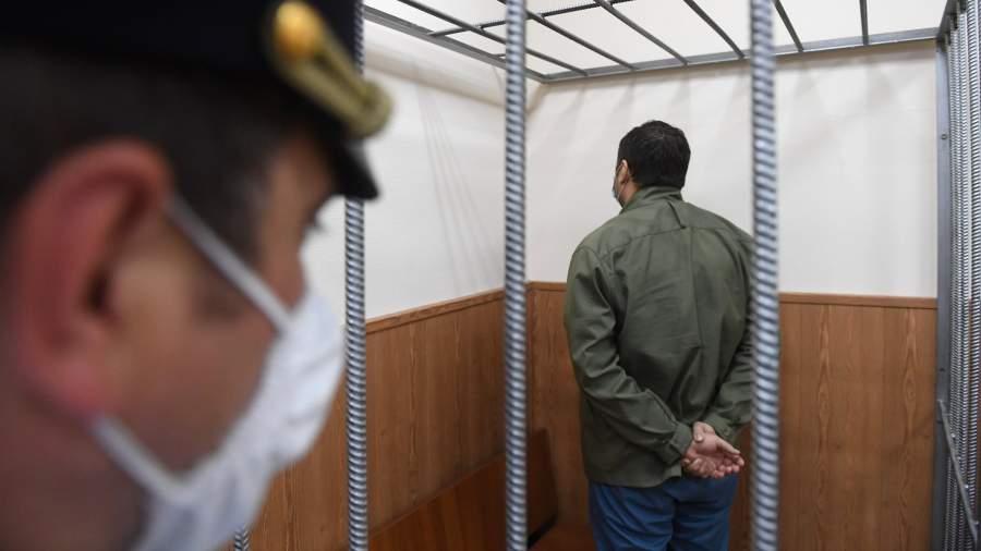 Юрист Роман Емашев, фигурант уголовного дела в торговле детьми от суррогатных матерей в Басманном суде