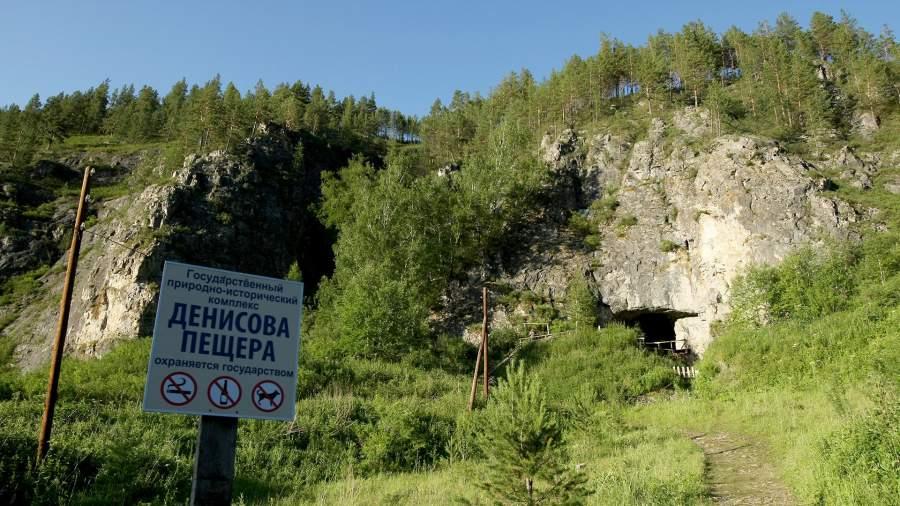 Вход в Денисову пещеру, Алтайский край