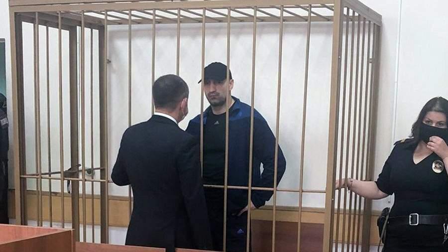 Подозреваемый в убийстве двух милиционеров в 1995 году Олег Бабаев в Чертановском районном суде