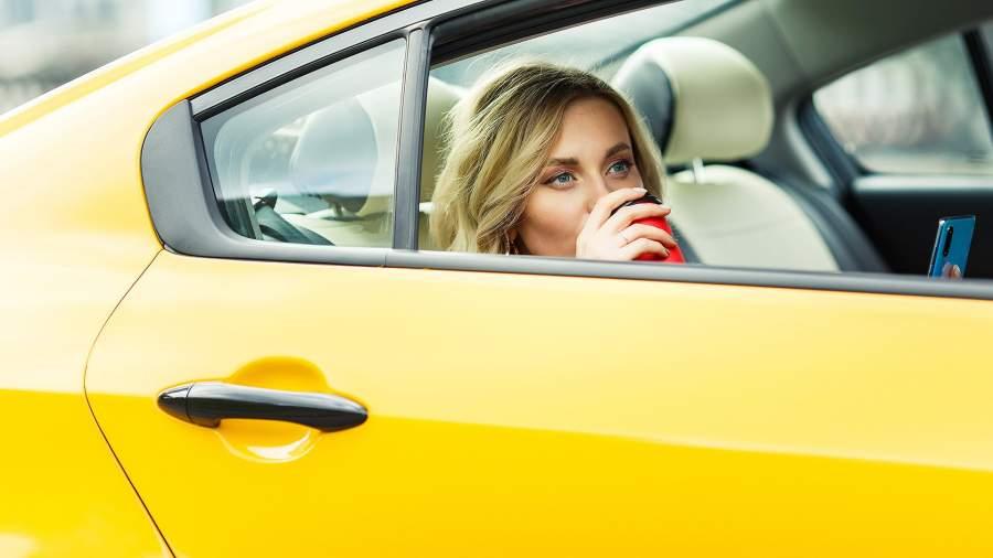 Работа в такси девушке в москве как найти работу модели в москве