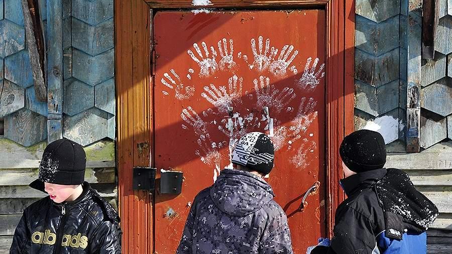 Подъезд жилого дома в Байкальске