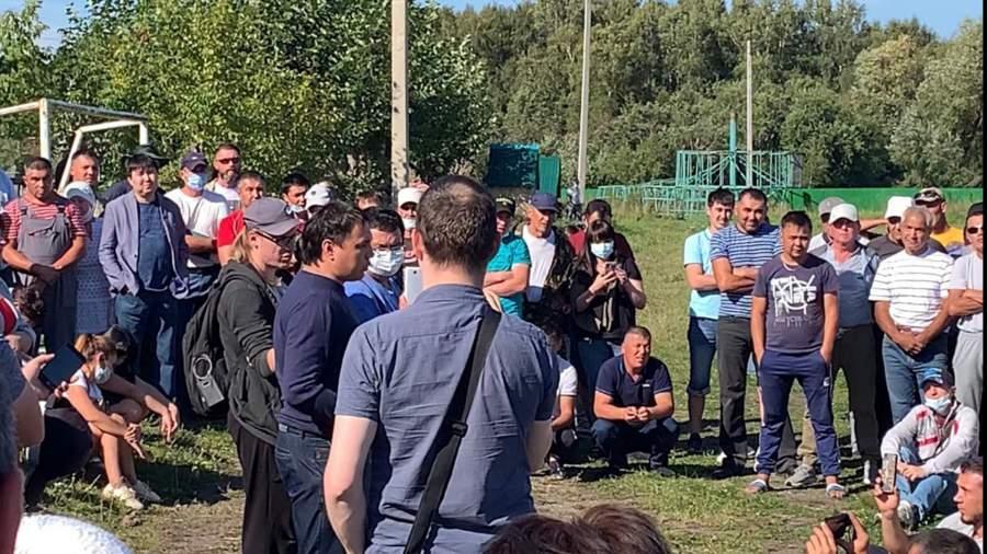 Глава администрации Абзелиловского района Ильдар Нафиков в центре