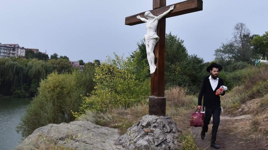 Пошли на прорыв: паломники-хасиды штурмуют границу Украины | Статьи | Известия