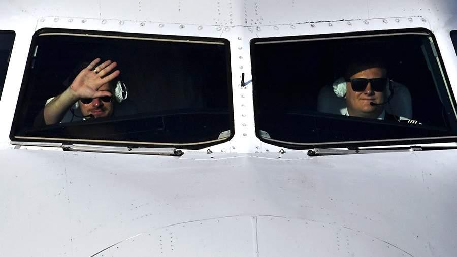 Пилоты в кабине самолета Airbus A319 авиакомпании «Аврора»