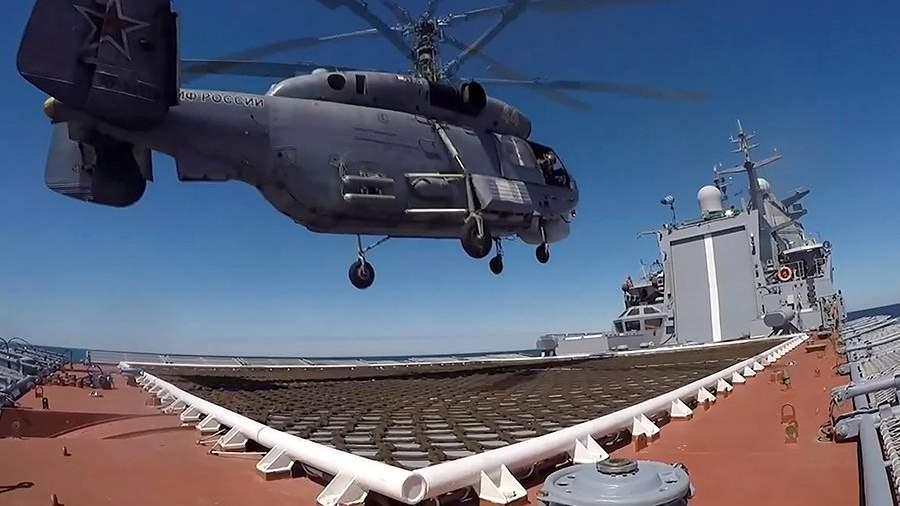 Посадка вертолета Ка-27 на палубу корвета проекта 20385 «Гремящий»
