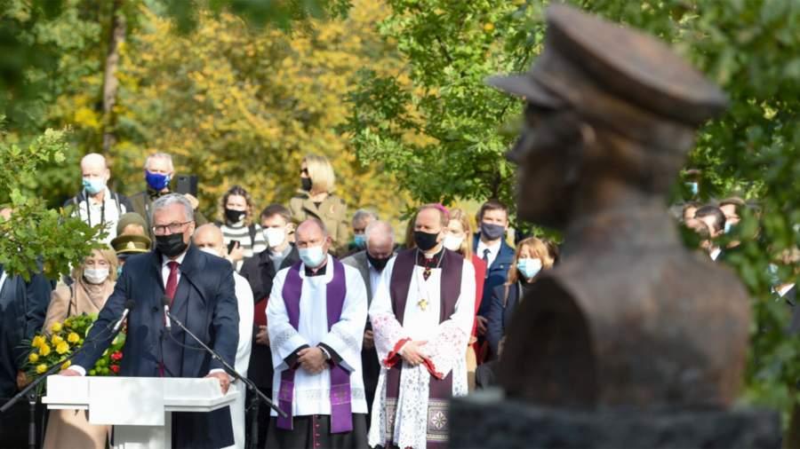 Президент Литвы Гитанас Науседа на открытии памятникаАдольфасу Раманаускасу,Вильнюс