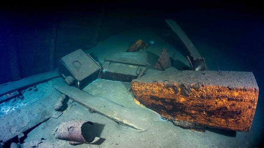 Внутри затонувшего немецкого парохода«Карлсруэ»