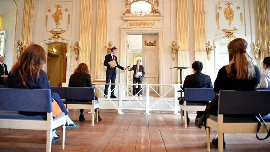 Объявление о присуждении Нобелевской премии по литературе 2020 года в Borshuset в Стокгольме