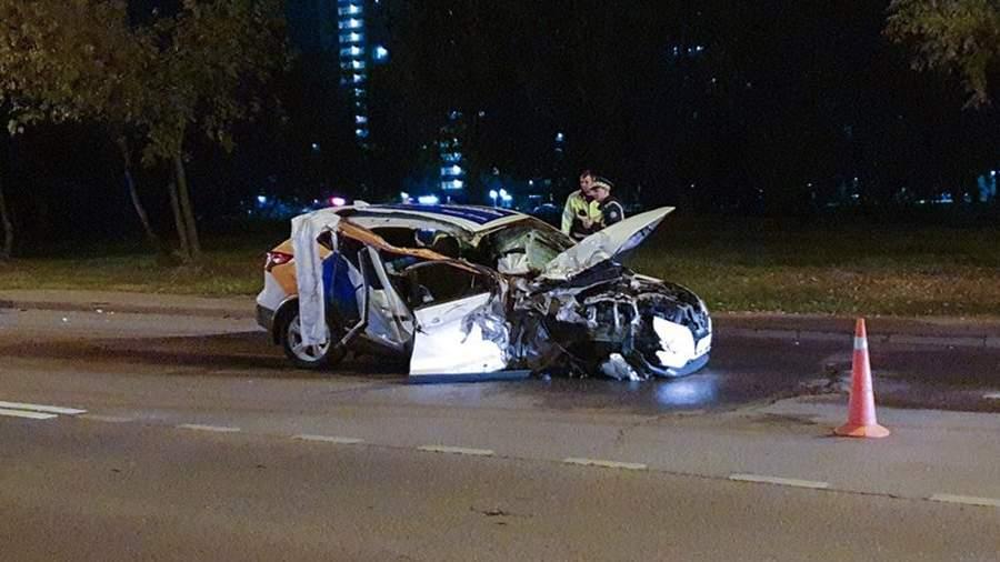 Последствия ДТП с участием автомобиля каршеринга на ул. Коломенская в Москве