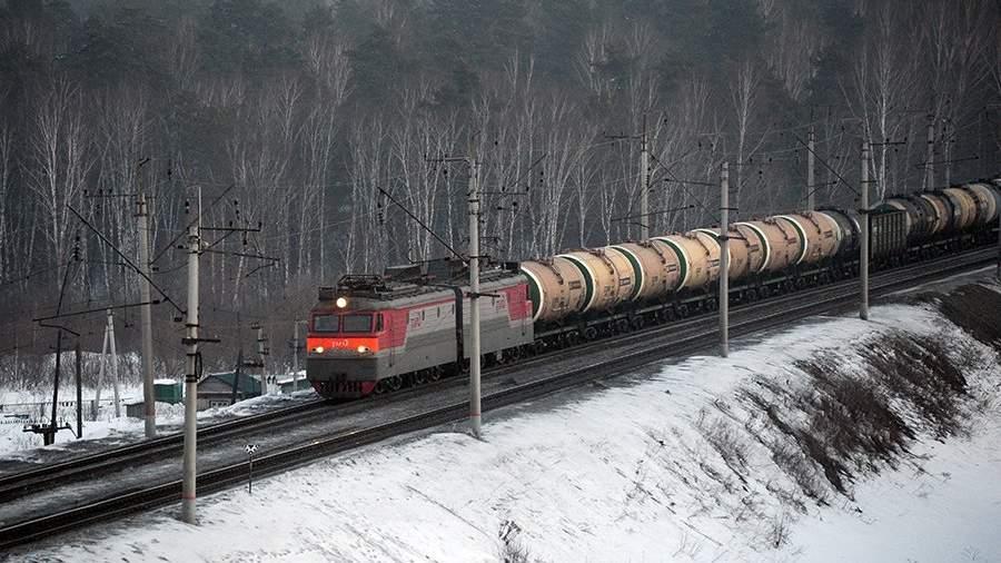 Грузовой поезд следует по одному из ответвлений Транссибирской железнодорожной магистрали вблизи Новосибирска