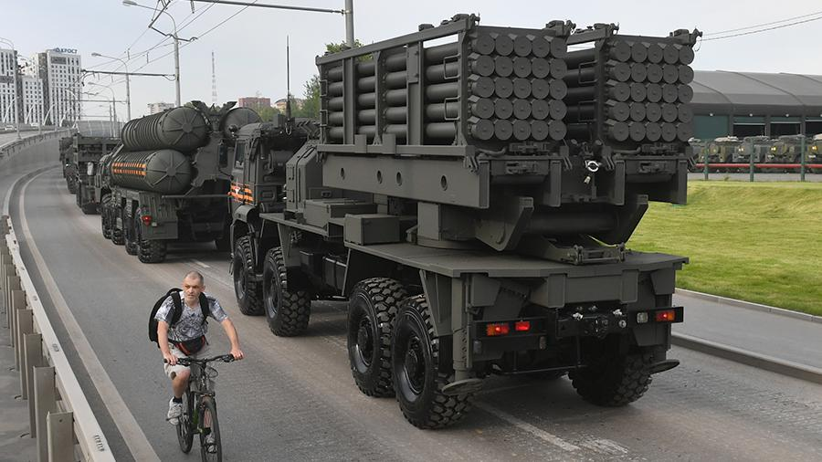 Military equipment travels to the center of Moscow for a night rehearsal of the parade in honor of the 75th anniversary of Victory in the Great Patriotic War. Right: remote mining engineering system ISDM