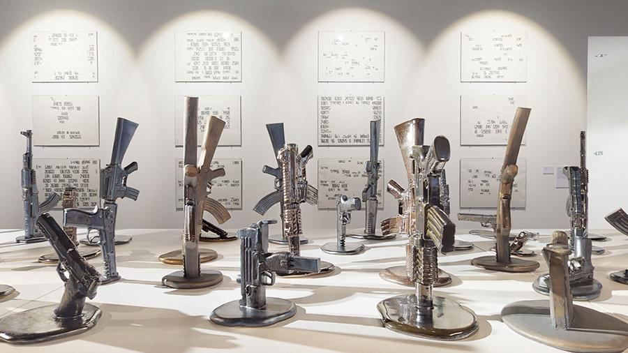 Инсталляция на выставке«Утопая в цифрах» в галерееIlona-K