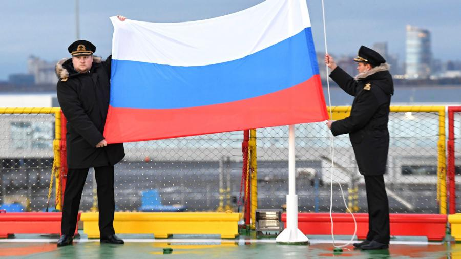 Церемония поднятия флага на новом ледоколе «Виктор Черномырдин» на территории пассажирского порта «Морской фасад» в Санкт-Петербурге