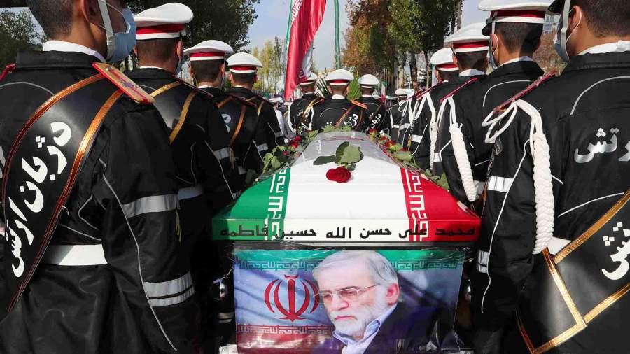 Во время похоронной процессии убитого ученого-ядерщика Мохсена Фахризаде, Тегеран