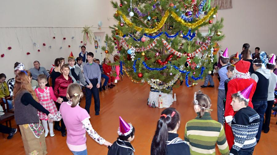 Волонтеры подарили воспитанникам Мокшанского детского дома-интерната рождественскую сказку. Фото: gau.mmcpenza.ru