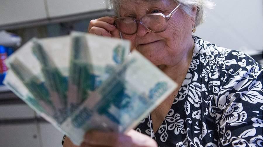 бабушка с деньгами