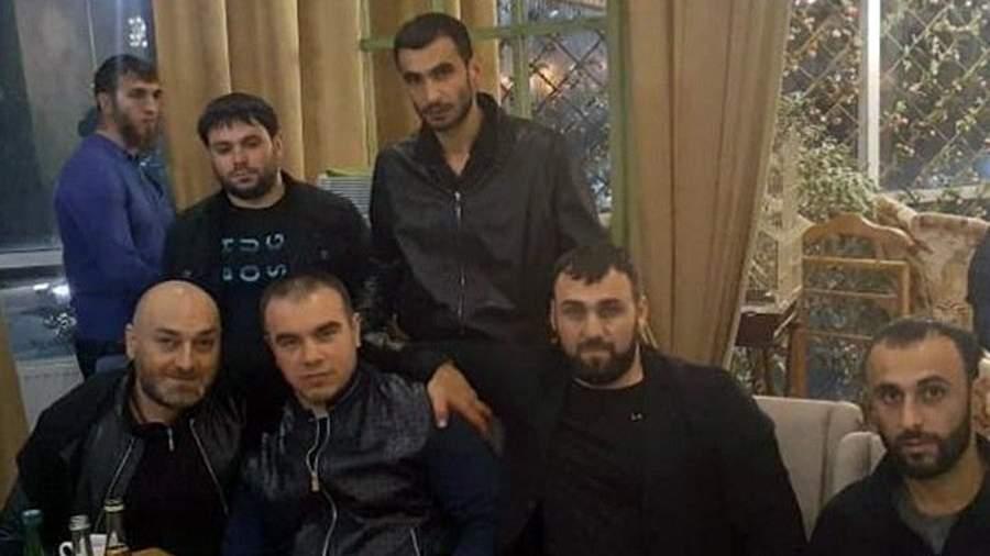 Бай-Али Солтаханов по кличке Бай (второй справа)