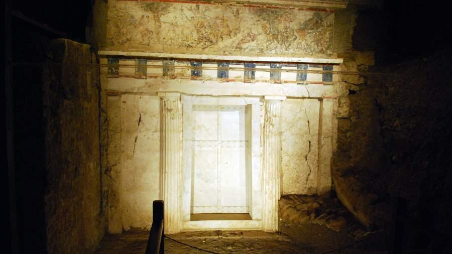 Фасад гробницы Филиппа II (отца Александра Македонского) в Вергине, где в древние времена находилась первая столица Македонского царства – Эги