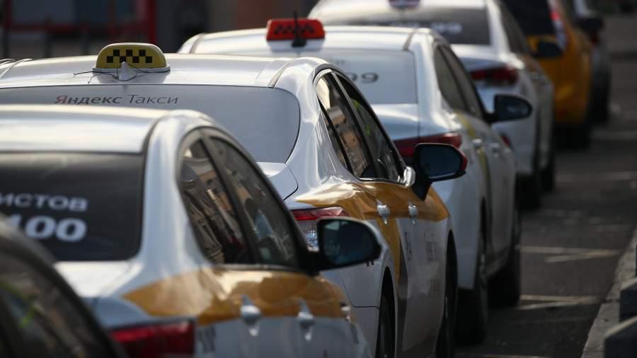 Припаркованные машины такси