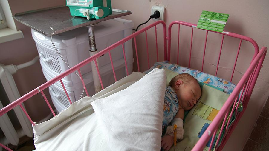 Новорожденный в родильном отделении