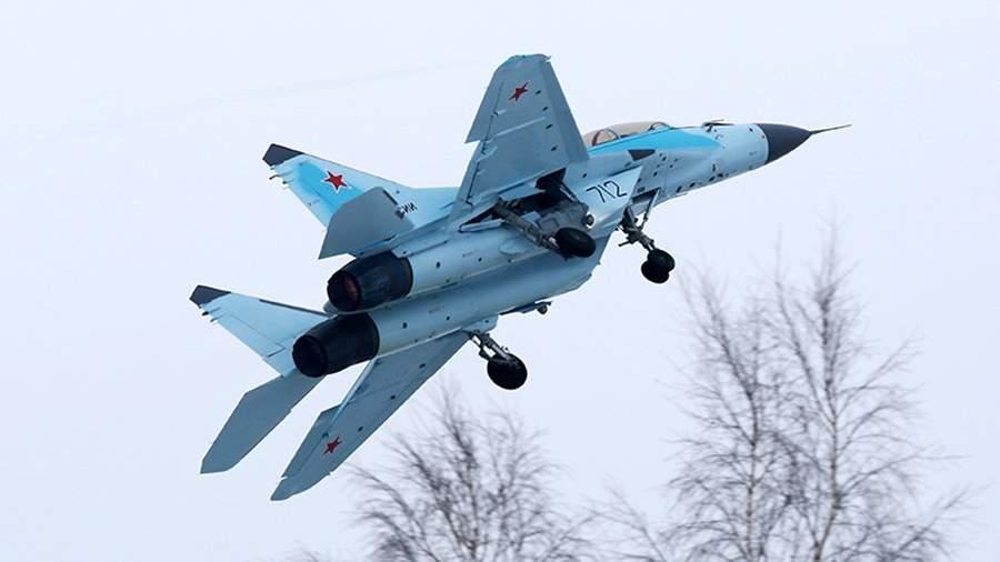 Многоцелевой истребитель МиГ-35 во время демонстрационного полета на территории производственного комплекса Российской самолетостроительной корпорации «МиГ» в Луховицах
