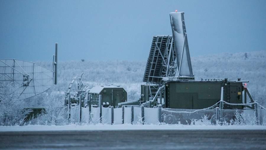 Радиолокационная станция (РЛС) на аэродроме Североморск-3 в Мурманской области