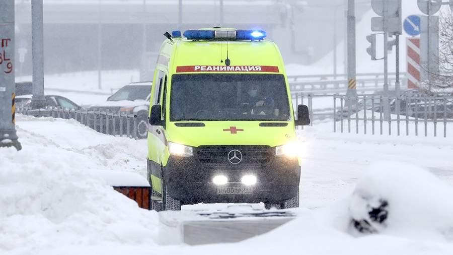 Машина скорой помощи у больницы
