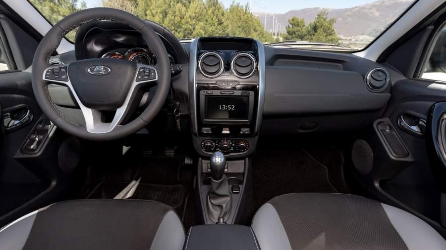 Интерьер во многом унифицирован с Renault Duster предыдущего поколения