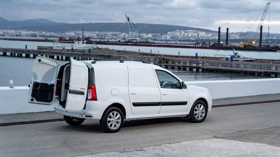 Объем кузова фургона 2540 л, полезная нагрузка — 695 кг
