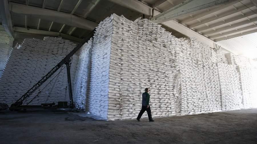 Песок не сыплется: заводы приостановили продажи сахара