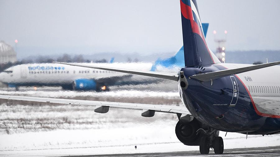 Самолеты авиакомпаний «Аэрофлот» и «Победа» в аэропорту