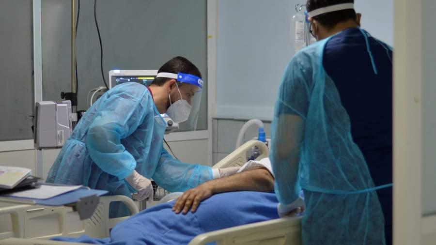 Медицинский персонал в отделении интенсивной терапии больницыв Аммане