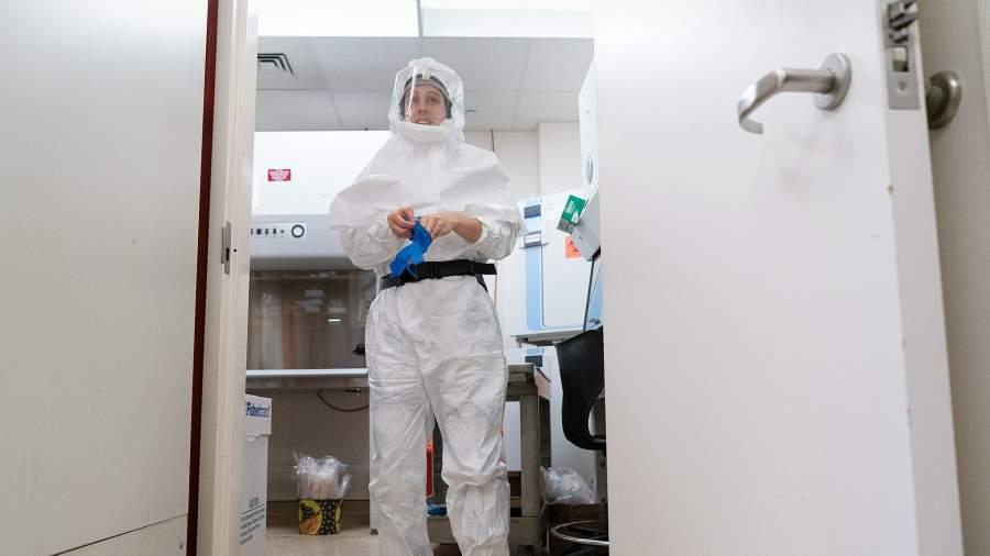 Студентка Университета Южной Каролины в научной лаборатории