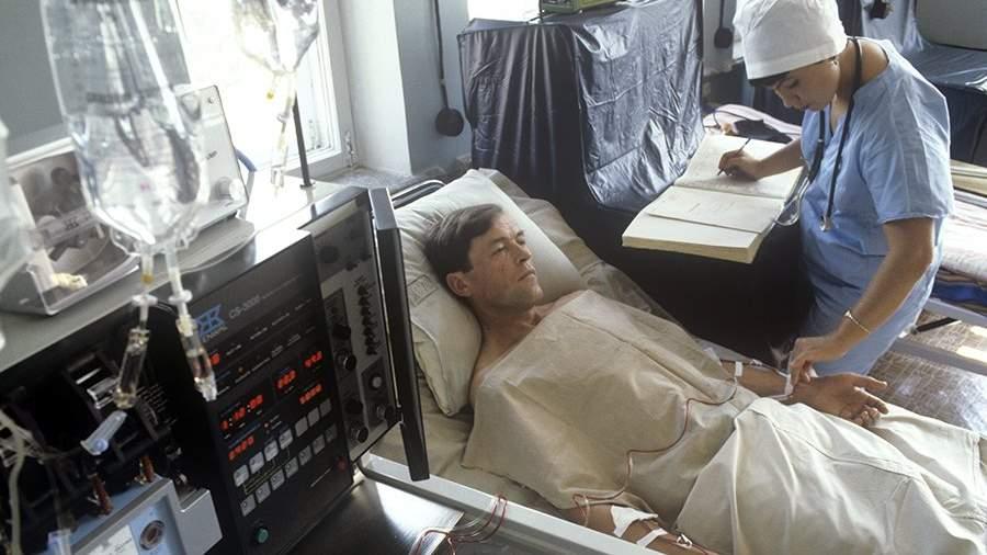 6-я городская клиническая больница, в которую доставлялись пострадавшие в результате аварии на Чернобыльской АЭС. Осмотр пациента в одной из палат больницы