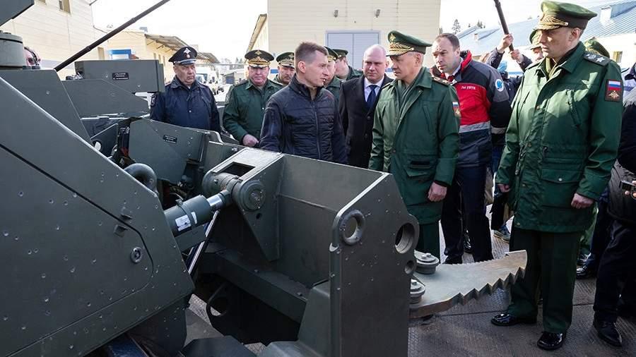 Министр обороны РФ Сергей Шойгу во время проверки выполнения государственного оборонного заказа АО «766-е управление производственно-технологической комплектации (УПТК)», где разрабатываются и выпускаются робототехнические комплексы различного назначения