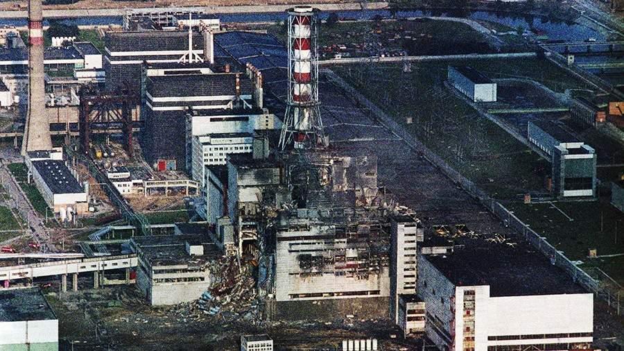 Чернобыльская АЭС. Съемка проведена 9 мая 1986 года, две недели спустя после аварии