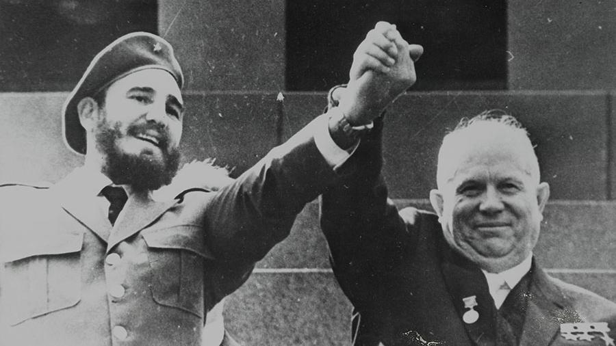 Первый секретарь ЦК КПСС Никита Хрущев и лидер кубинской революции Фидель Кастро