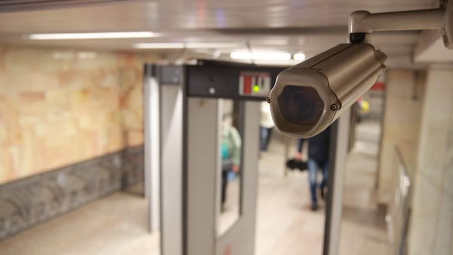 камера наблюдения в метро