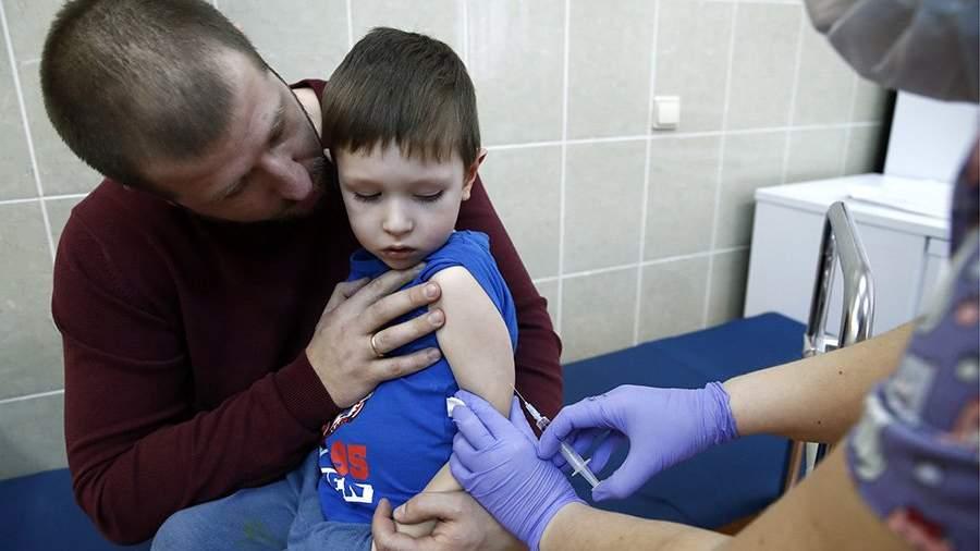 Во время прививкив детской поликлинике
