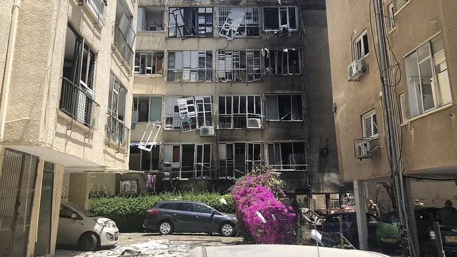 Жилой дом, разрушенный в результате ракетного обстрела