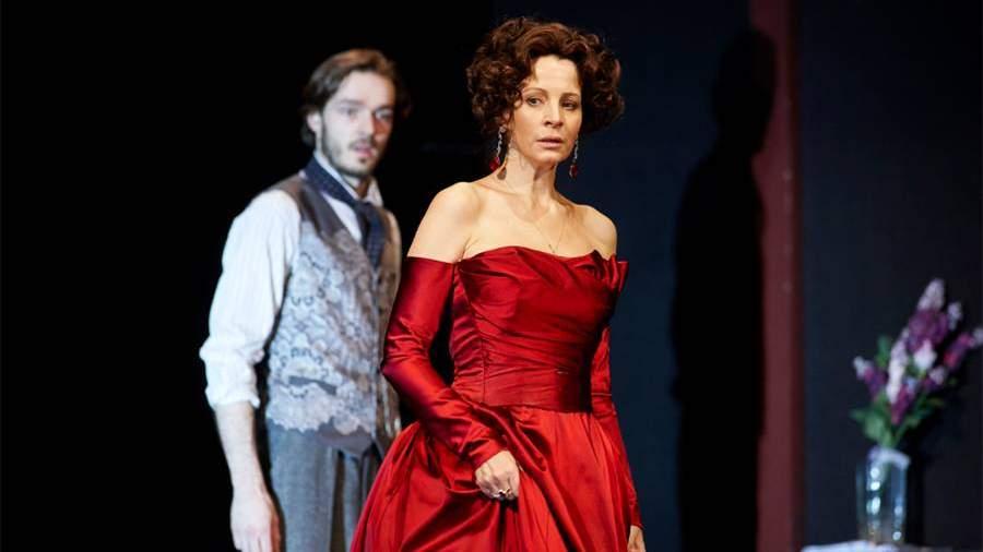 Евгения Крюкова в спектакле «Baden-Баден»