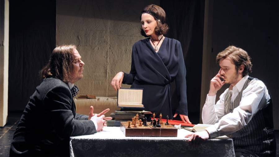 Евгения Крюкова в спектакле «Циники»
