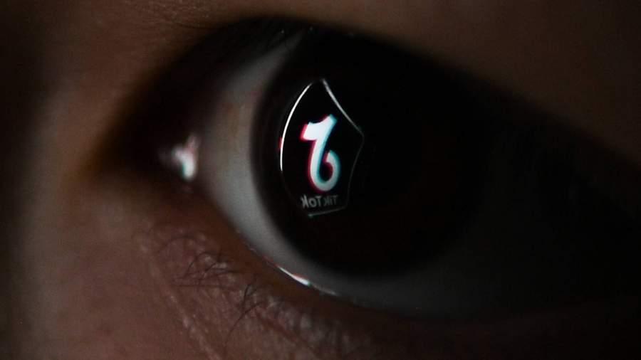 глаз с отражением tiktok